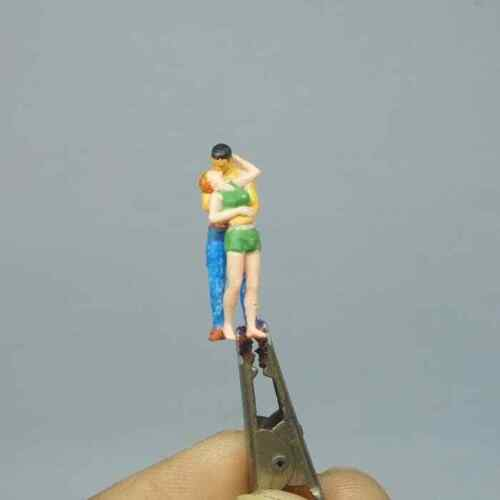 COUPLE KISSING POSE #1 HO 1:87 1//87 MINIATURE FIGURE NO PREISER