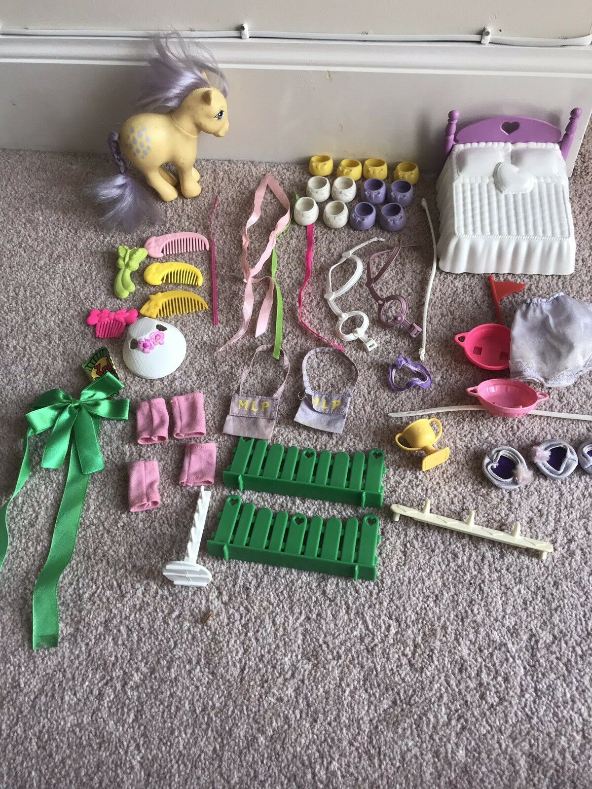 Vintage My Little Pony Accessories Show Stable Schuhes Ribbons Brushes Combs Hat