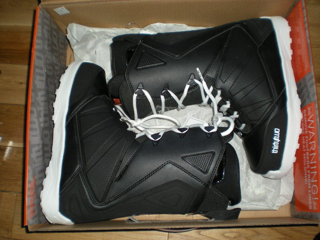 MENS THIRTYTWO EXIT SNOWBOARD BOOTS, NEW, U.S. SIZE 9