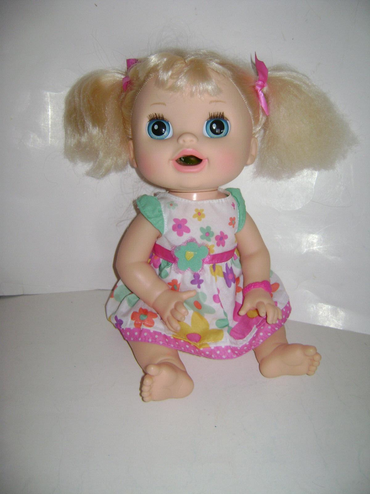 2012 Hasbro bebé vivo sorpresas REAL muñeca rubia hispano inglés y español