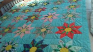 VINTAGE-HANDMADE-QUILT-RARE-CONSTRUCTION