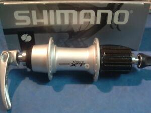 8-11-Spd Neuf dans sa boîte Shimano Deore XT M770 REAR MTB HUB neuf//nos 36H Argent-Avec QR