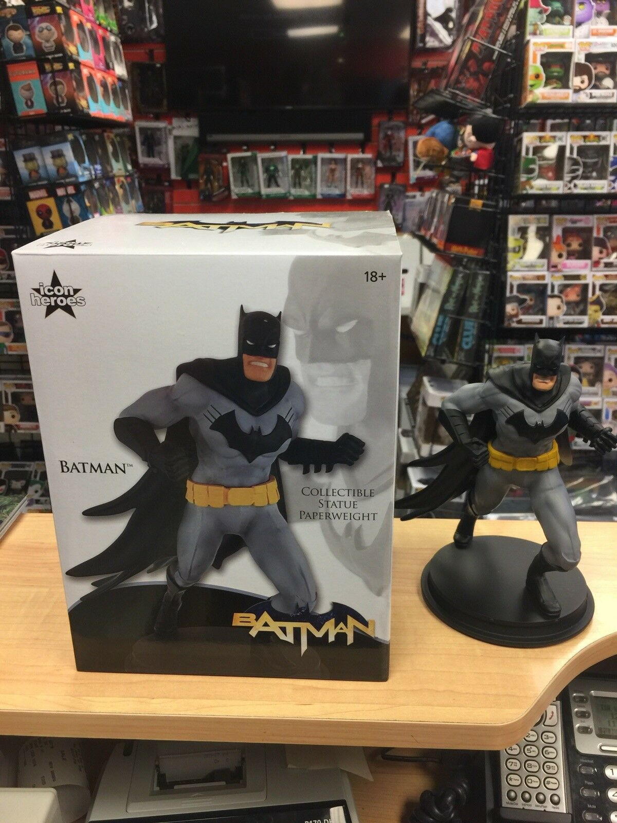 Diamond Select DC Comics Icon Heroes DC Heroes Batman Paperweight Statue