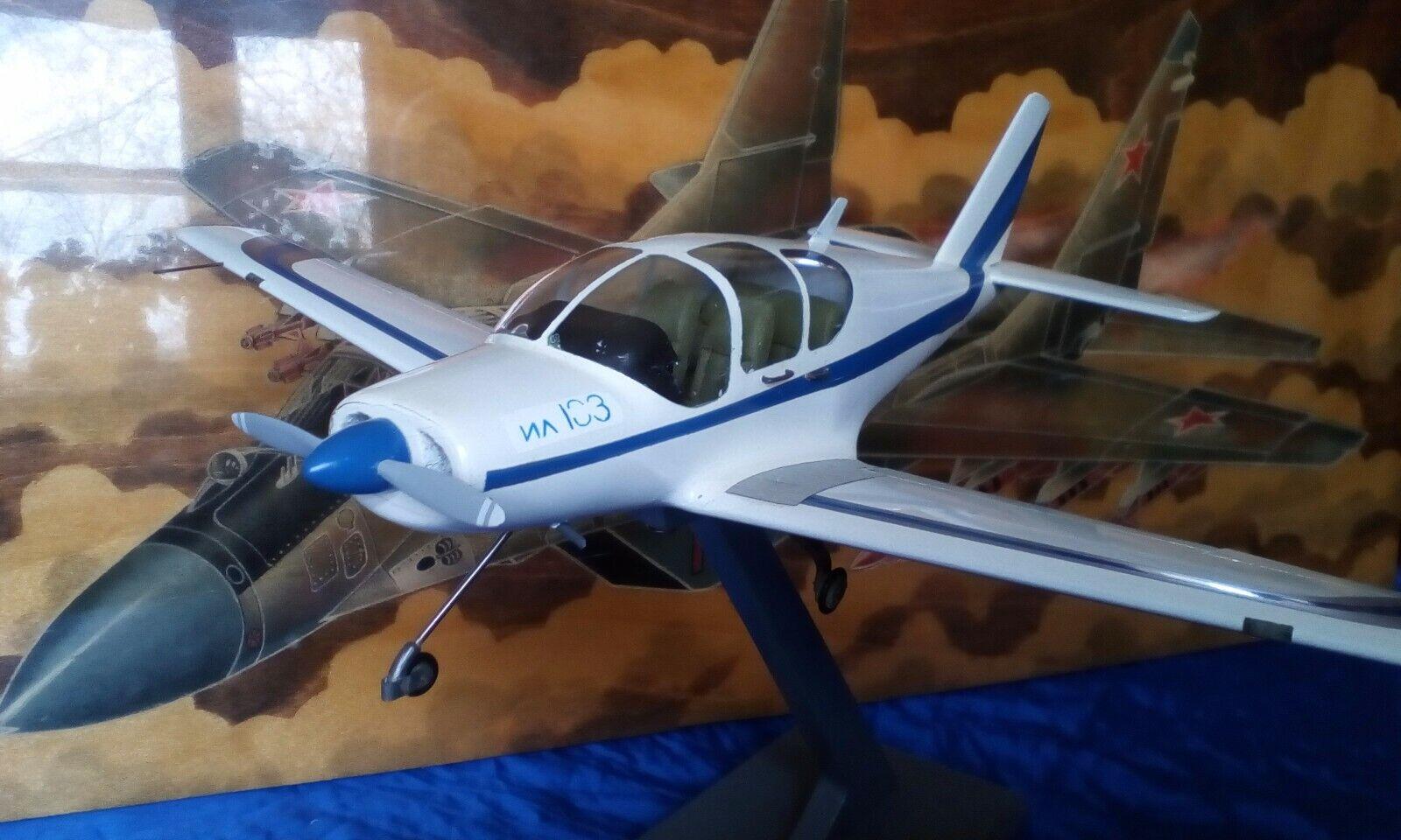 ILYUSHIN IL-103 Russia-1 32 -Extrem Seltenes Messe Model
