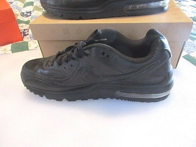 Nike Air Max Skyline Size 13 Black and White Nike with Box