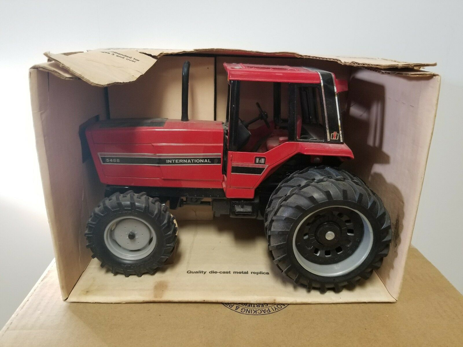 375 ERTL  409 International 5488 All Wheel Drive Assist Tractor NIB, 1 16 Scale
