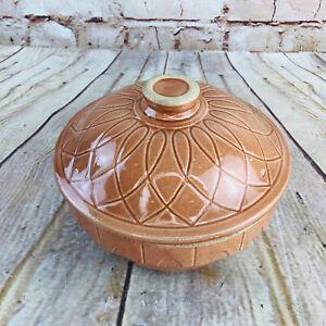 Vtg-Watt-Pottery-Ovenware-7-Made-in-USA-Stoneware-Bowl-Butterscotch-7-25-034-lid