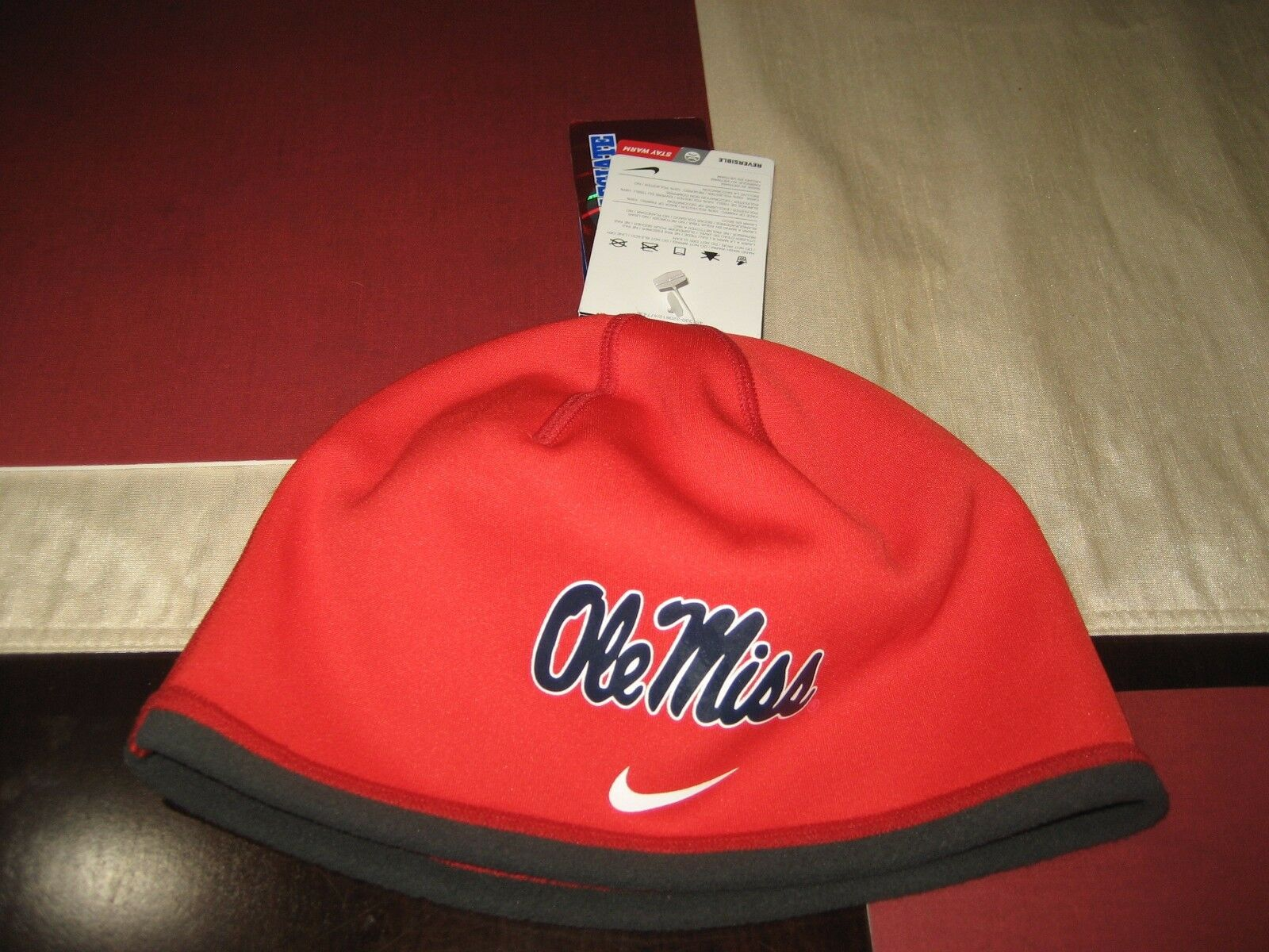 MENS/WOMENS NIKE THERMA FIT  OLE MISS FOOTBALL SKULL NWT TOQUE CAP RED/GRAY  NWT SKULL 4903a1