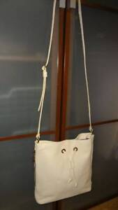 Handtasche Elfenbein Hobo Drawstring Crossbody Creme International 178 Ozz1nt