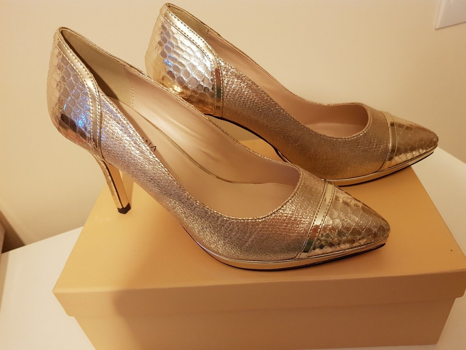 gold shoes size 6 pacomena by menbur new in box