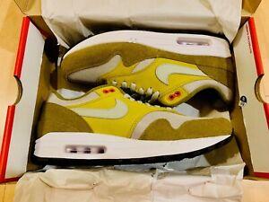 Mens Olive FlakPeat MossHabanero RedSpruce Fog Nike Air