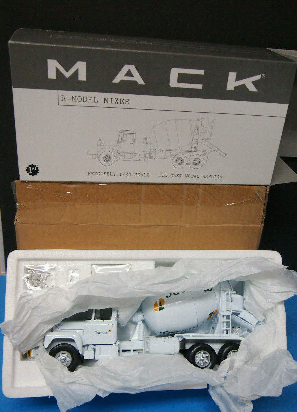 First Gear Mack R-Model  Tarmac  Cement Mixer 1 34 Scale Diecast  10-2320 new