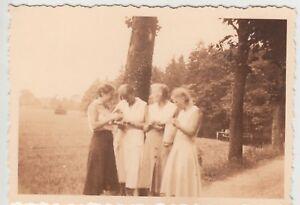 (f14743) Orig. Photo Fatigué (Örtze), Les Femmes En Route 1932-afficher Le Titre D'origine