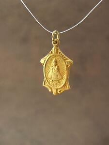 Vintage-Catholic-Medal-INFANT-JESUS-OF-PRAGUE-Brass-metal-Gold-Finish-22mm