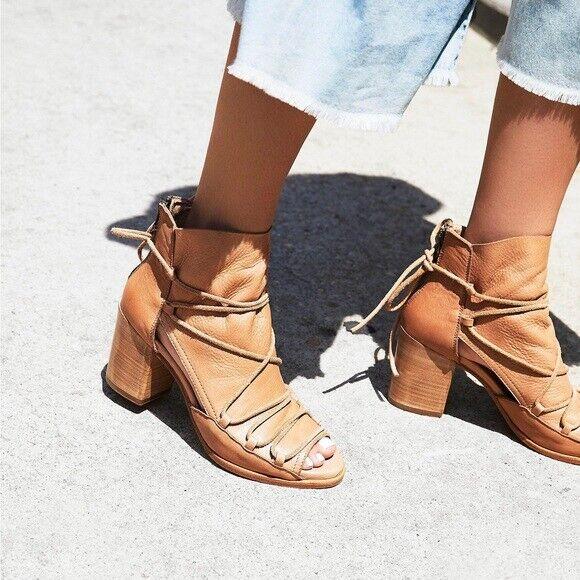 NIB NUOVE Persone Libere  BASKE Nude Supple Leather Reese Ariel Lace Up Heels 8.5  risposta prima volta