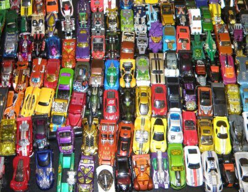 Spielzeugautos 75 Spielzeugautos Autos Hot Wheels Matchbox Welly Majorette Siku Guter Zustand!