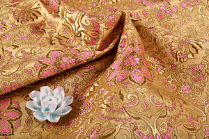 BY-1-4-YD-X-28-034-JAPANESE-SILK-DAMASK-BROCADE-FABRIC-BUTTERFLY-amp-GOLDEN-LOTUS