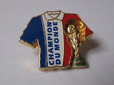 Pin's maillot football France champion monde (signé Arthus Bertrand FIFA 1974)