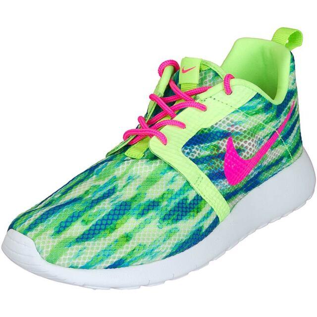 fd1f6c32209a4 Nike Youth Running Shoe Rosherun Flight Weight (GS) 705486-101 Youth Sz.