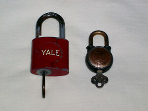 YALE-amp-TOWNE-Red-WALSCO-9-9-2-Lot-Vintage-Padlocks-Both-with-Working-Keys