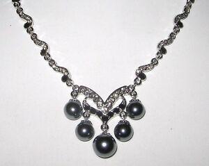 elegantes-Collier-versilbert-mit-Swarovski-Elements-und-Kunst-Perlen-EDEL