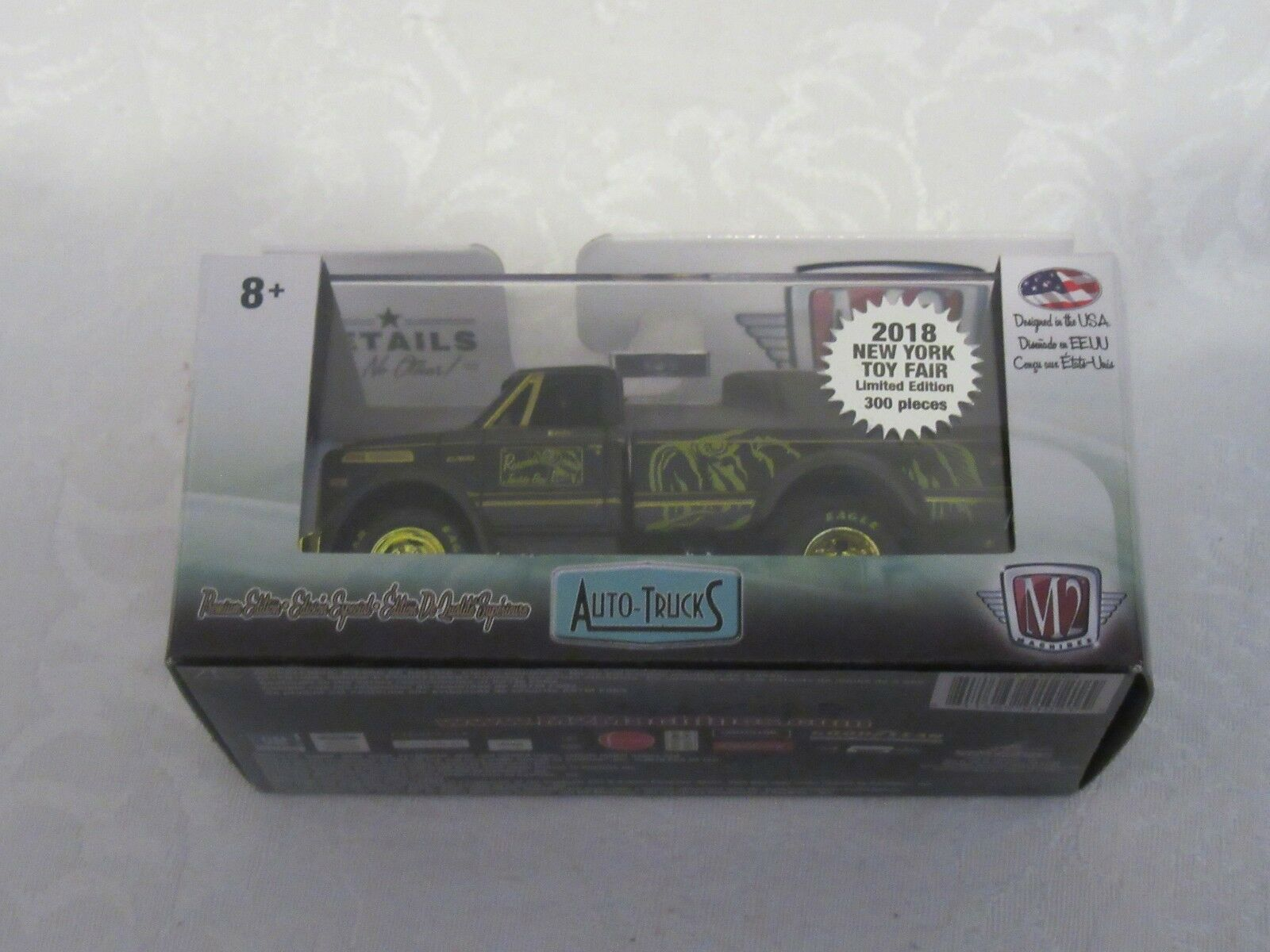 NY Toy Fair 2018 New York Exclusive M2 1970 Chevrolet C60 Chase Variant gold Rim