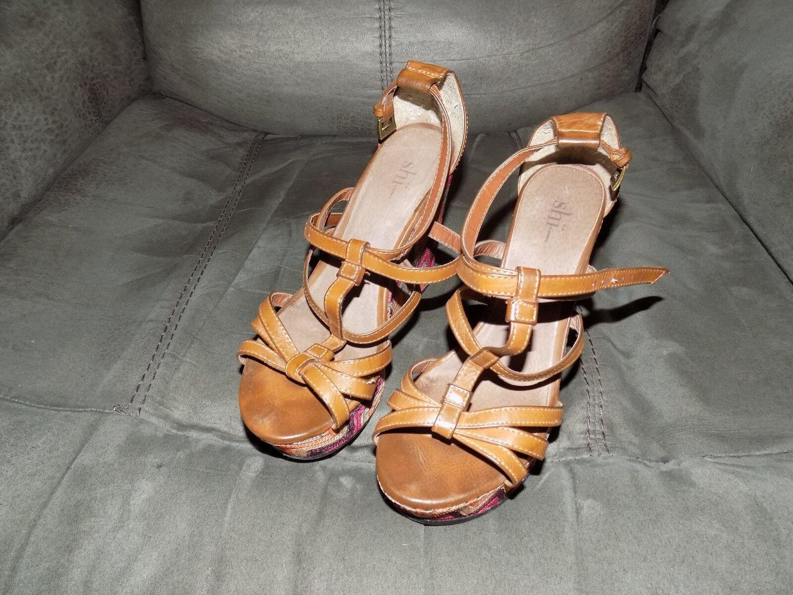 Shi By Journeys Chevron Design Wedge shoes Size 6.5 Women's EUC