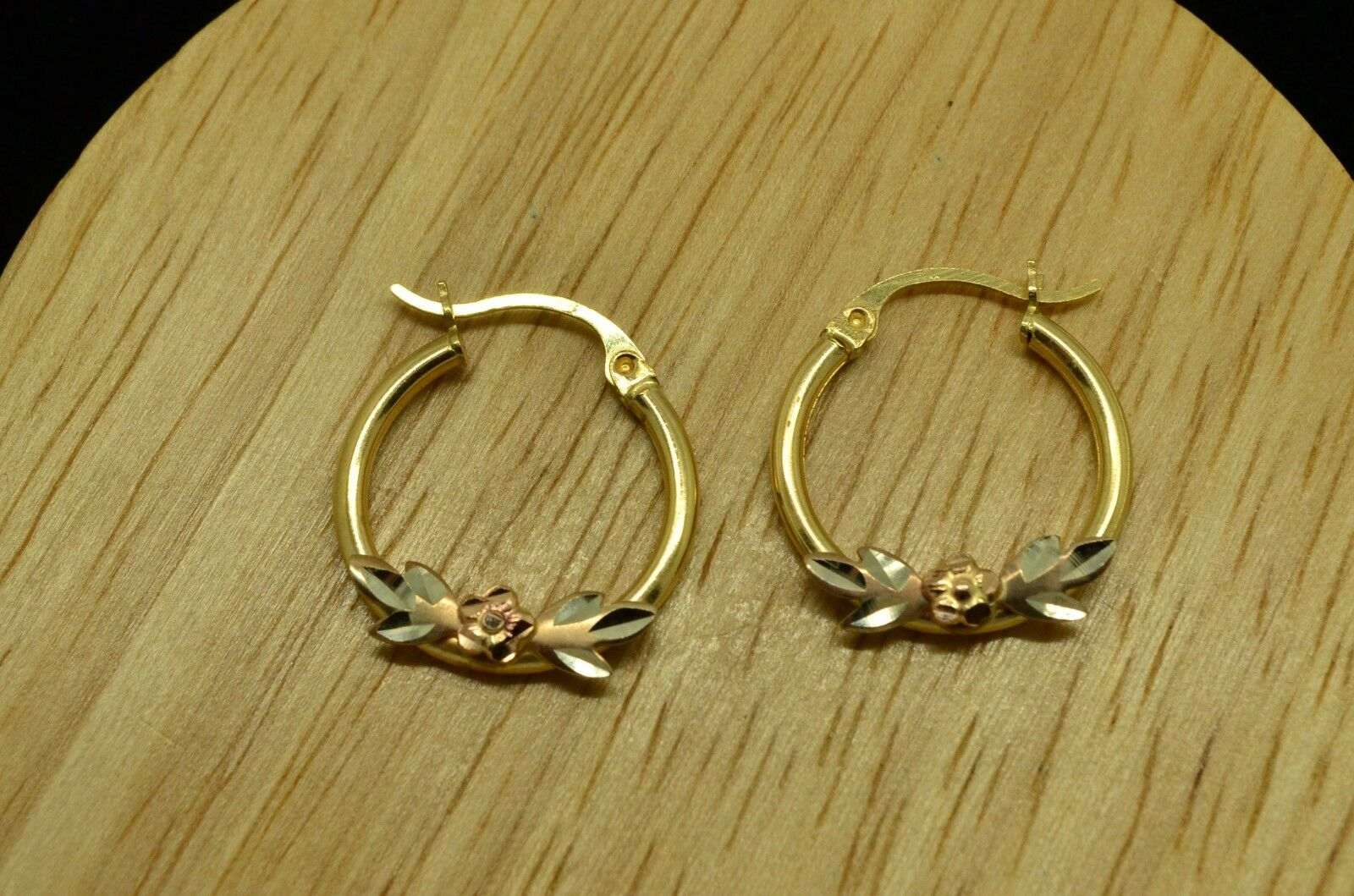 14K YELLOW gold HOLLOW ROUND HOOP EARRINGS W  WHITE FLOWER & pink FLOWER DESIGN