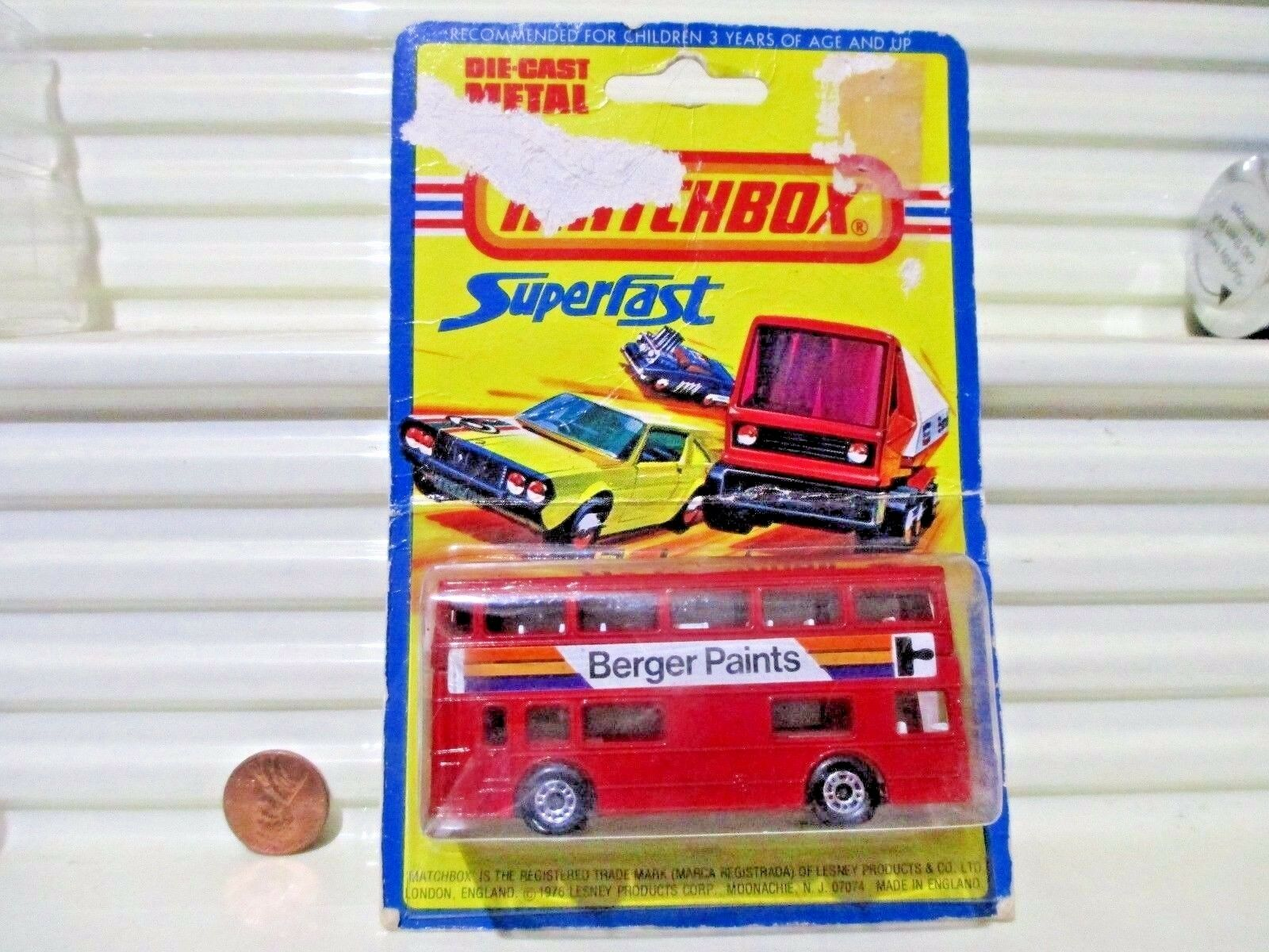 LESNEY MATCHBOX MB17B 1972 La Petite Rouge Berger Paints Bus metallicmarron Base