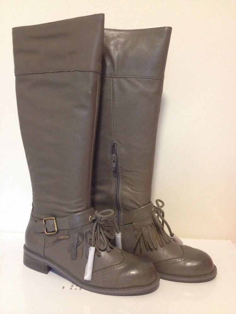 New in Box Anthropologie Lucky Penny DAWN en cuir grise Genou Bottes  Boucle & pompons 7.5