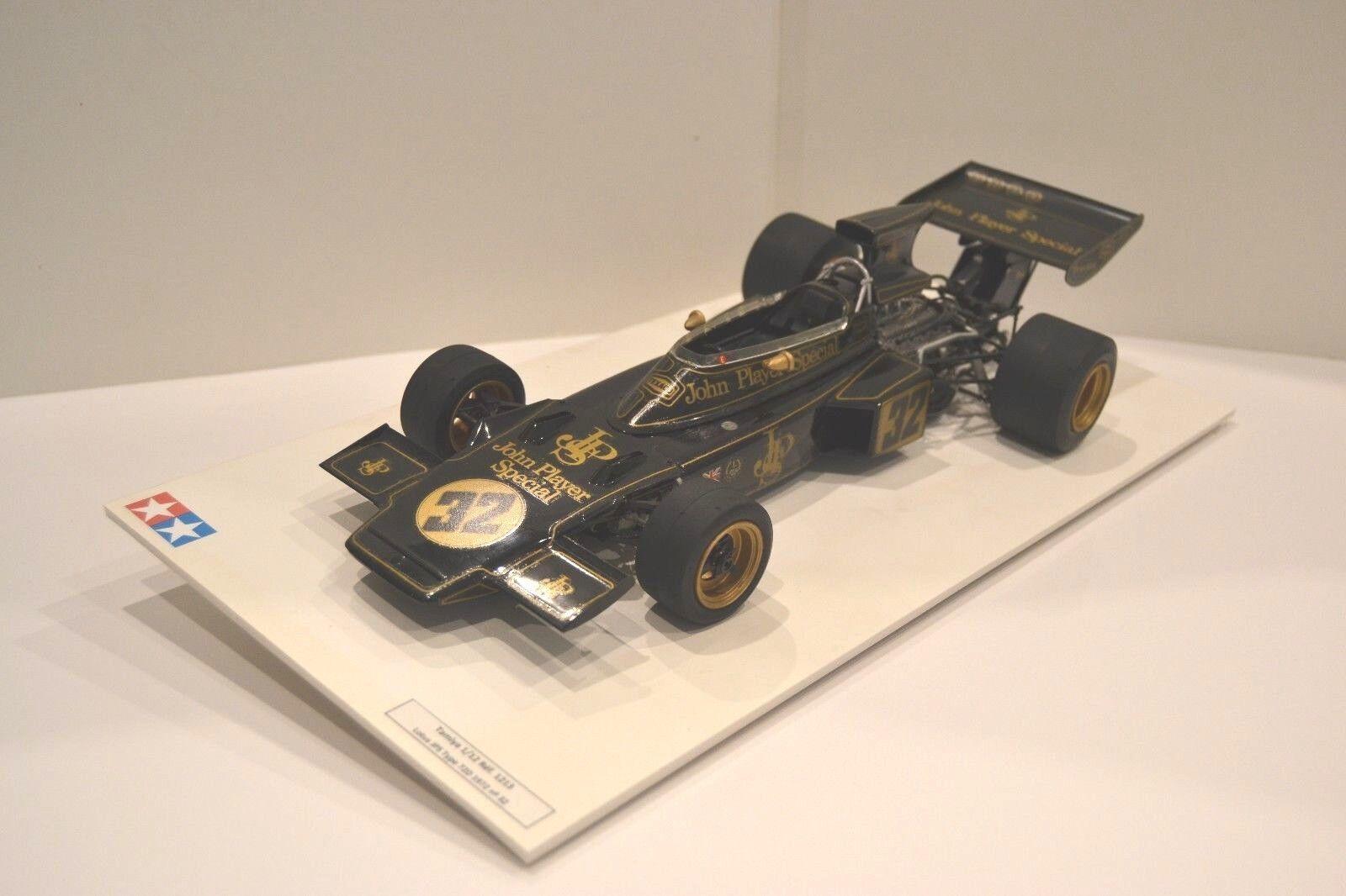 Tamiya 1/12. Lotus 72D 1972 Formule 1 nº 32. Réf. 1213. Modèle monté sur socle.