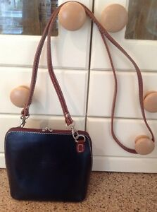 GREAT-VERA-PELLE-BLACK-amp-BROWN-EDGED-SMALL-LEATHER-MESSENGER-BARELY-USED