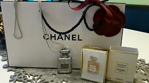 chanel coco mademoiselle parfum miniatur inkl tasche und kette ebay. Black Bedroom Furniture Sets. Home Design Ideas