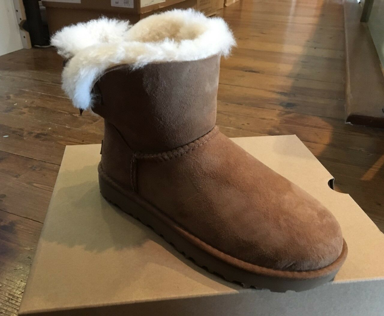 5a555d72826 UGG W Mini Bailey Bow II Leather Sheepskin Chestnut Brown 1016501w Winter  2018 37