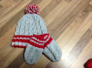 HAND KNITTED BABY HAT AND MITTEN SET SILVER GREY RED CABLE AGE 0-3 ... 62011f1cbf0