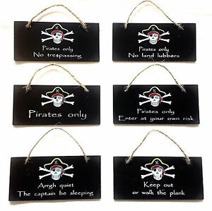 Hanging-Pirate-Wall-Plaque-13cm-x-6cm