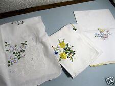 3 Mitteldecken mit Stickerei und gebogtem Rand. Ostern Frühling Blumen 80x80