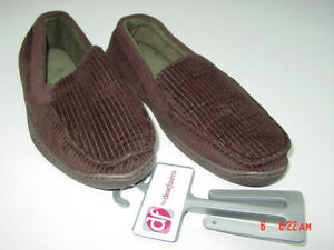 0b371c62f37914 Image is loading NWT-NWOT-Mens-Dearfoams-Brown-Slippers-Soft-Comfortable-