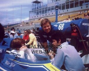 1974-INDY-500-PENSKE-McLAREN-DRIVER-MIKE-HISS-CHATS-WITH-MARK-DONOHUE-USAC-PHOTO