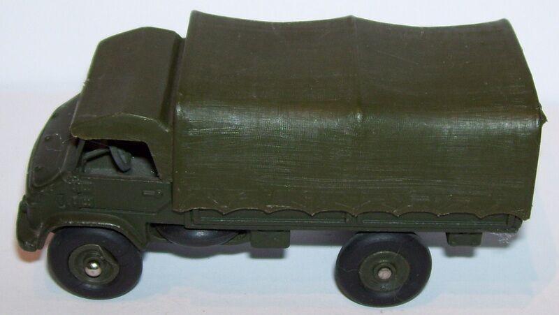 DINKY TOYS CAMION MILITAIRE MB MERCEDES UNIMOG 1960 REF 821 A 1/50 pneus lisses