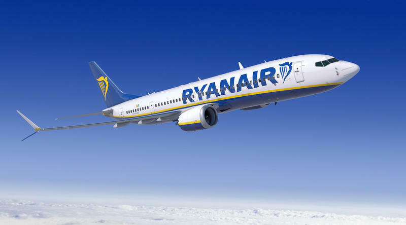 JC WINGS JC2258 1 200 RYANAIR BOEING 737-8 MAX 200 REG  EI-HAT WITH STAND