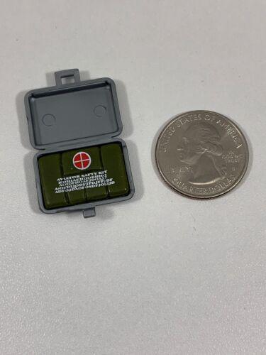 Hasbro GI Joe MILITARY PILOT AVIATOR SAFETY KIT 1//6 Scale LOOSE Rare Accessory