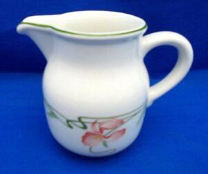 Villeroy-amp-Boch-Orange-Iris-Flower-MIAMI-6-oz-Cream-Pitcher-Creamer