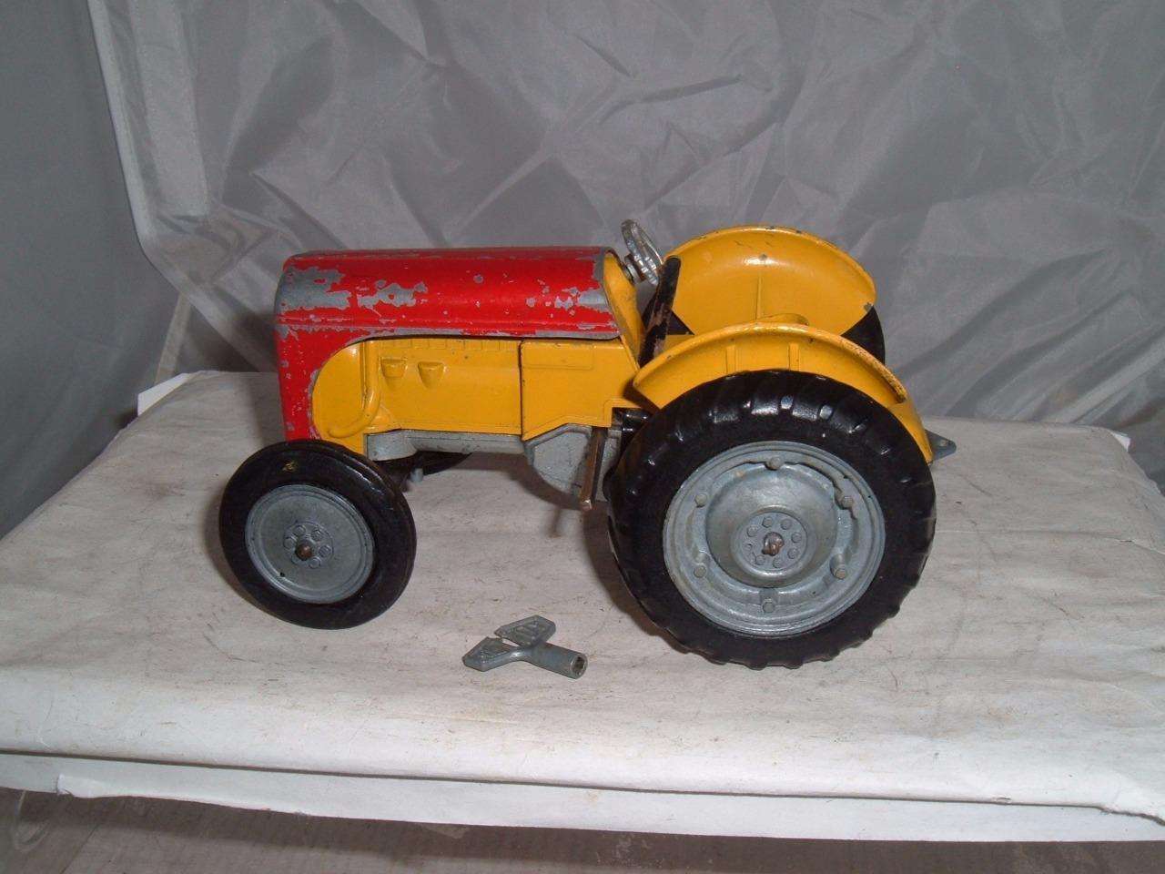 Mettoy castoy Massey Ferguson Tractor de mecanismo de relojería trabajar con llave Vintage