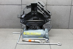 Subaru-Impreza-3-G3-STI-WRX-Bordwerkzeug-Wagenheber-Pannenset-Abscglepphaken