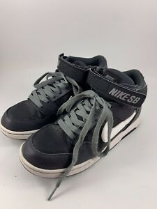 Youth Size 5Y Black \u0026 White Nike SB
