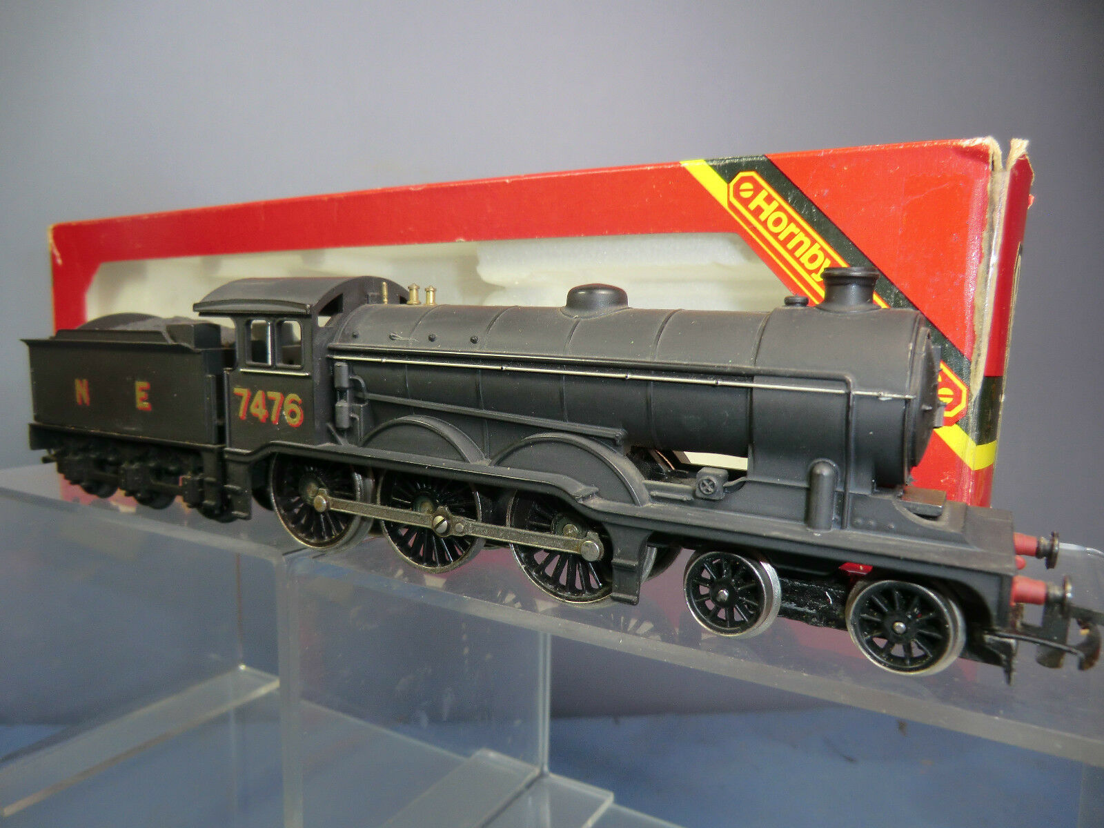 HORNBY RAILWAYS MODEL No.R150 NE CLASS B12 4-6-0 No.7406 LOCO & TENDER VN MIB