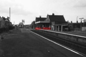 PHOTO-OULTON-BROAD-NORTH-RAILWAY-STATION-IN-THE-1970-039-S