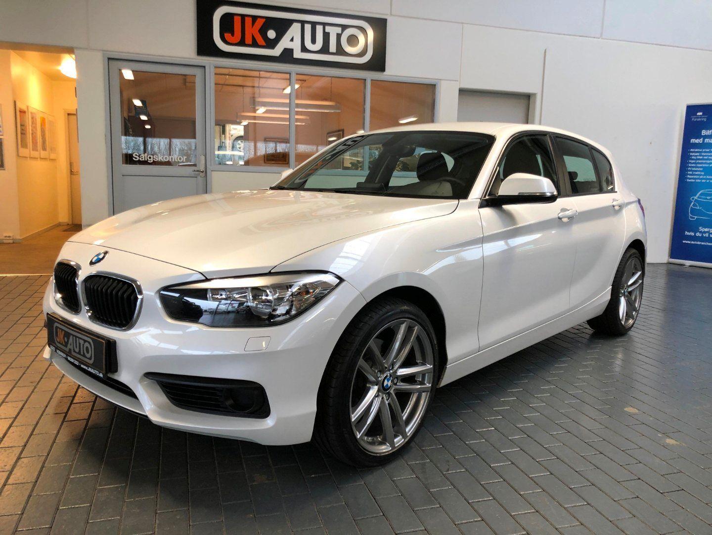 BMW 120d 2,0 Connected aut. 5d - 294.800 kr.