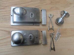 Utile Satin/matt Chrome Ancien Rétro Vintage Porte Rim Lock + Bouton Set-afficher Le Titre D'origine Gagner Une Grande Admiration Et On Fait Largement Confiance à La Maison Et à L'éTranger.